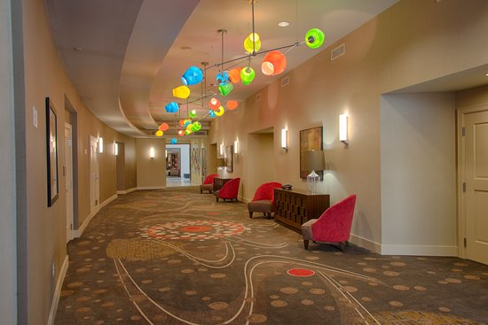 Embassy Suites by Hilton Newark Airport: PreFunction Space