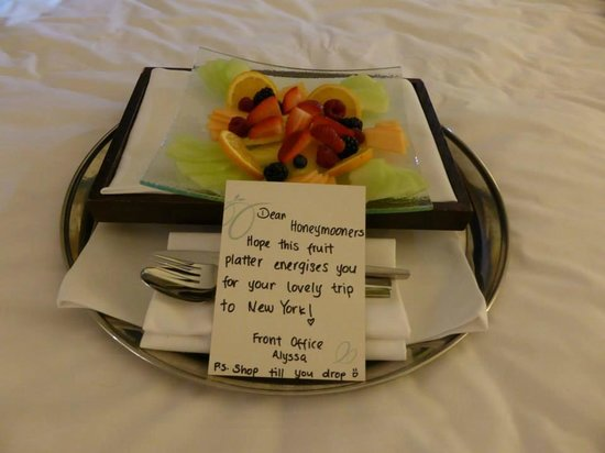 Sheraton Skyline Hotel London Heathrow : Fruit platter on arrival