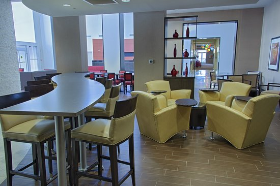 Embassy Suites by Hilton Newark Airport: Lobby Seating Area