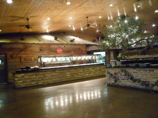 Berry's Seafood and Catfish House: Buffet line