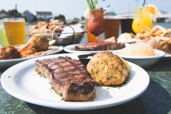 Harpoon Hanna's Restaurant : We have a number of combos of steaks and seafood