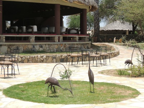 Tarangire Safari Lodge: Front terrace of lodge