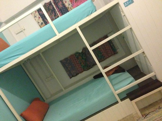 Glur Hostel : Bedroom, Private twin with aircon