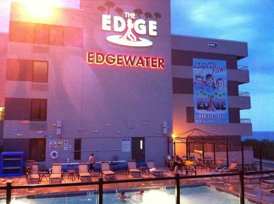 Edgewater Hotel & Waterpark: Sunset and marshmallows