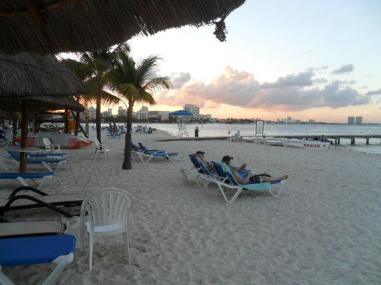 The Royal Cancun All Suites Resort: Amazing beach