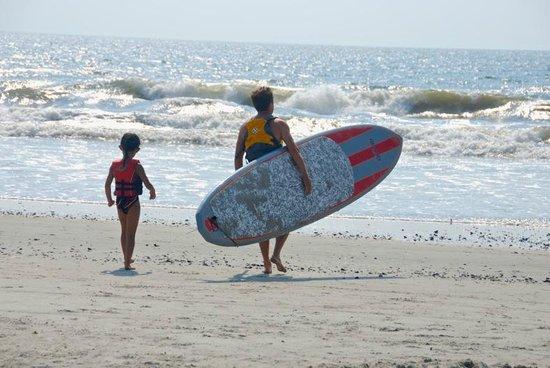 Ebb Tide Suites: Surfers on Beach