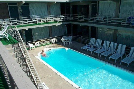 Ebb Tide Suites: North Pool at Impala Island Inn