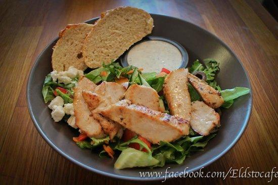 Eldsto Art Cafe and Bistro : Eldstó Salad with chiken