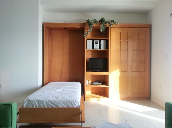 Wyndham Reef Resort : Murphy beds in the living room