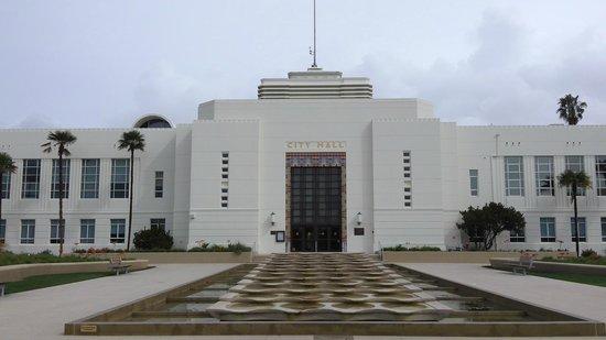 City Hall: 外観正面