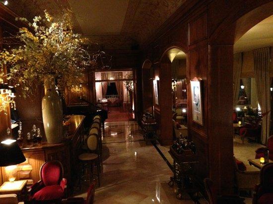 La Réserve de Beaulieu Hôtel & Spa : Le Bar