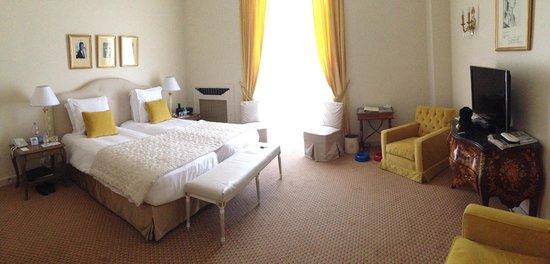 La Réserve de Beaulieu Hôtel & Spa : Chambre vue port avec balcon grand angle
