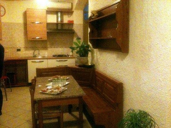 Luana Inn Bed and Breakfast: Cucina veranda