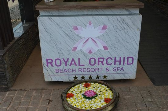 Royal Orchid Beach Resort & Spa, Goa: Delightful ornament at the entrance