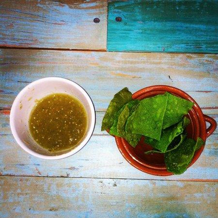 Greenverde: Green salsa, green chips, green table