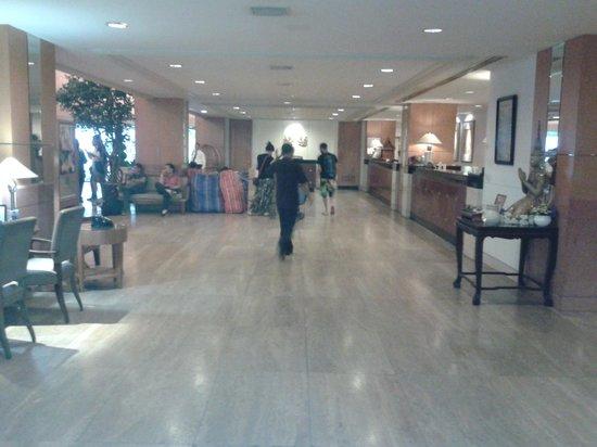 Indra Regent Hotel : hall indra regent