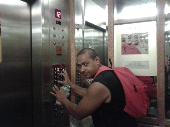 Indra Regent Hotel : je veux pas reste dans l ascenseur