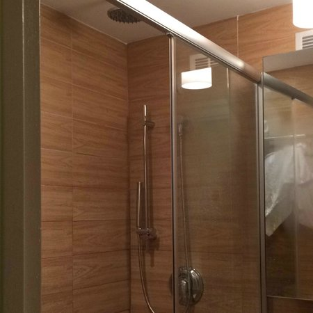 Empire Hotel : High end bathroom