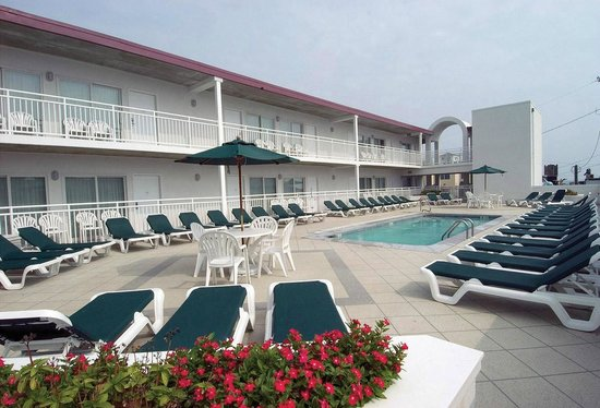 Beach Club Suites: Pool Deck