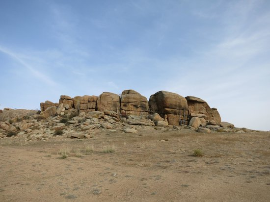 Baga Gazriin Chuluu (Small Rock Formation)