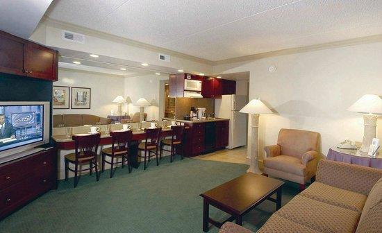 Beach Club Suites: Living Room