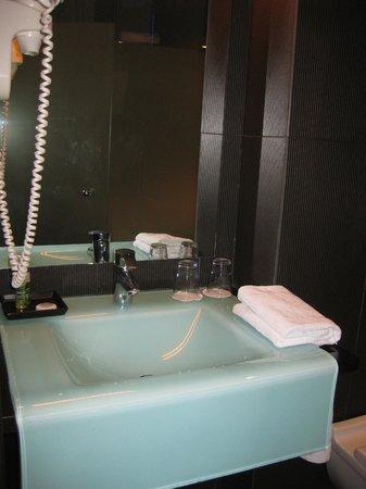 Hotel 54 Barceloneta : bathroom