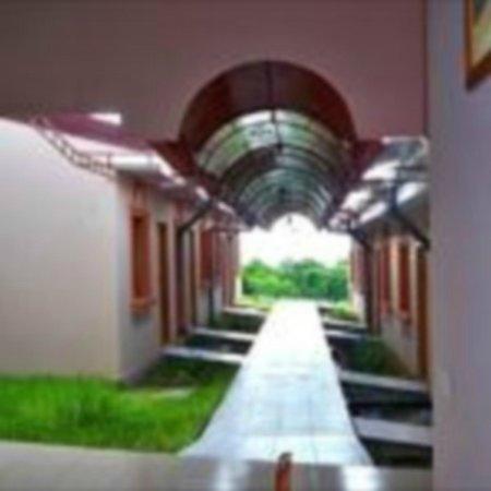 Hotel Brial Plaza: Pasillo derecho