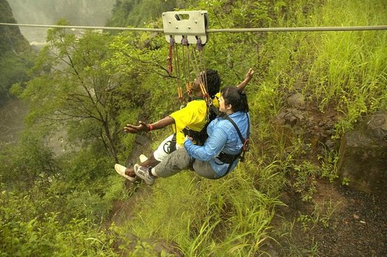 Victoria Falls Bridge Company : Off to an awesome view 183 m down