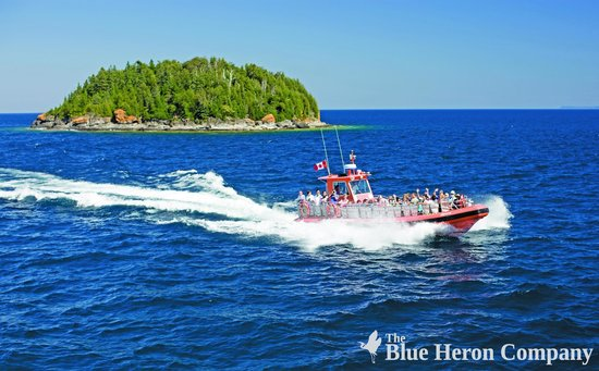 Blue Heron Cruises: The Zephyr passes by Middle Island