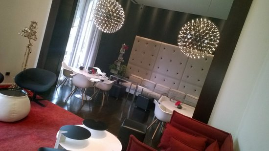 Sixtytwo Hotel: Breakfast and Lounge Area