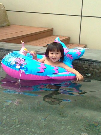 Silks Place Yilan : 水溫溫的,配點小雨