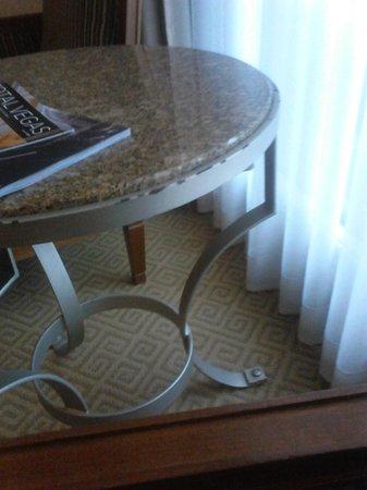 Caesars Palace: Rusty table