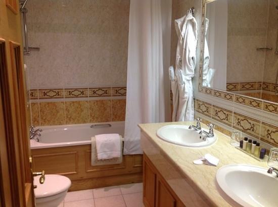 Whittlebury Hall: My Bathroom With Complimentary Espa Toiletries