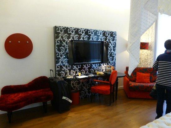 IBEROSTAR Grand Hotel Budapest: TV in 103