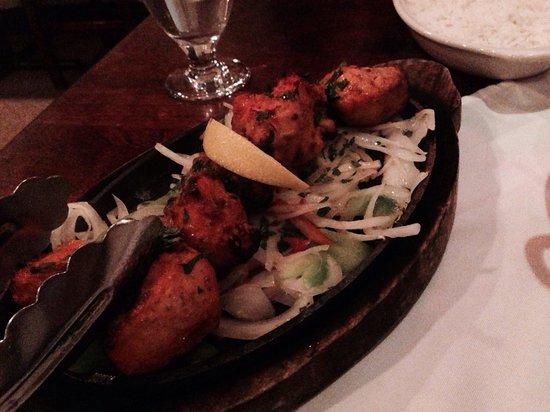 Tandoori Grill Indian Cuisine: Tandoori chicken