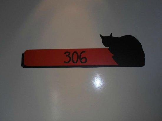 Hotel le Chat Noir: la porta