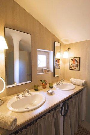 Le Pavillon de Galon : The bathroom