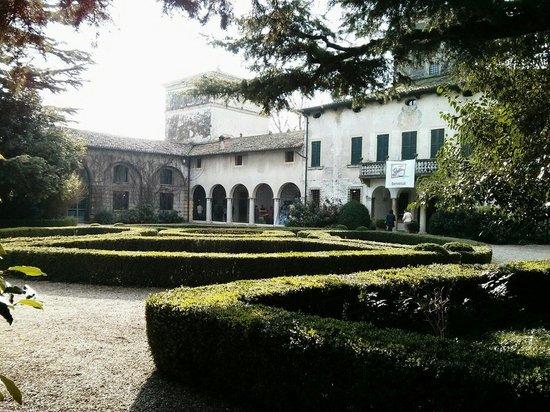 Giardino allitaliana - Picture of Villa La Mattarana, Verona ...