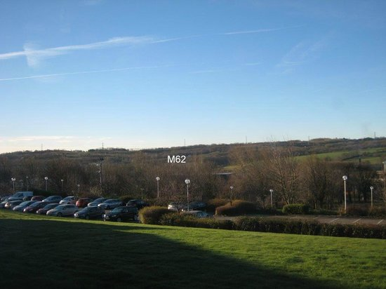 Holiday Inn Leeds Brighouse: Looking towards M62 from bedroom