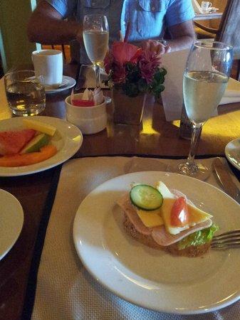 Galle Face Hotel Colombo : Mousserande till frukost