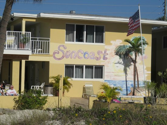 Suncoast Motel : the Gulf front efficiency units' windows from the patio