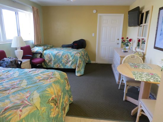 Suncoast Motel : our efficiency with 2 double beds