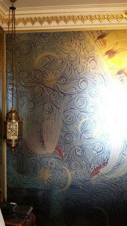 Daru Sultan Galata: Vetrata esterna del bagno stanza 506
