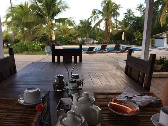 Playa Tranquilo : breakfast served every AM by the pool!