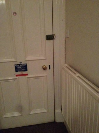 Edinburgh House Hotel: One lock, shaky door and bad paint work