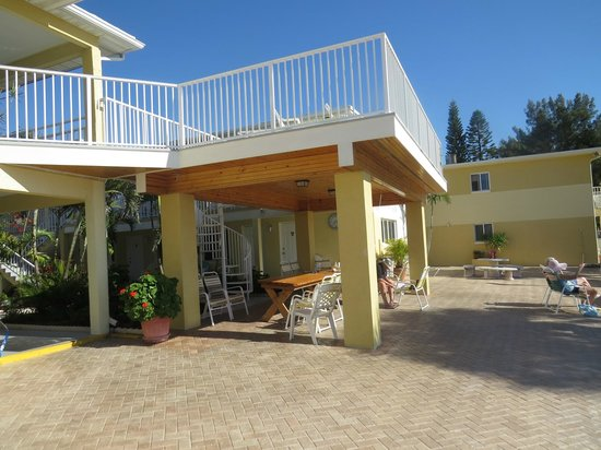 Suncoast Motel : balcony/patio area