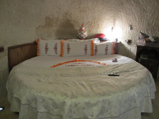 Gamirasu Cave Hotel: The bed