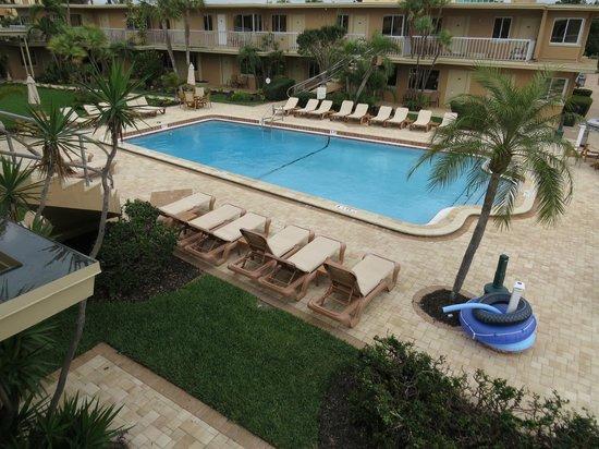 Treasure Island Ocean Club: the pool area from upper balcony
