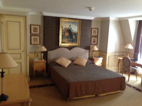Hotel Lotti Paris: room