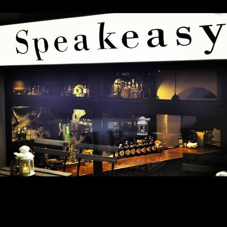 Club de Jazz y Cócteles Speakeasy